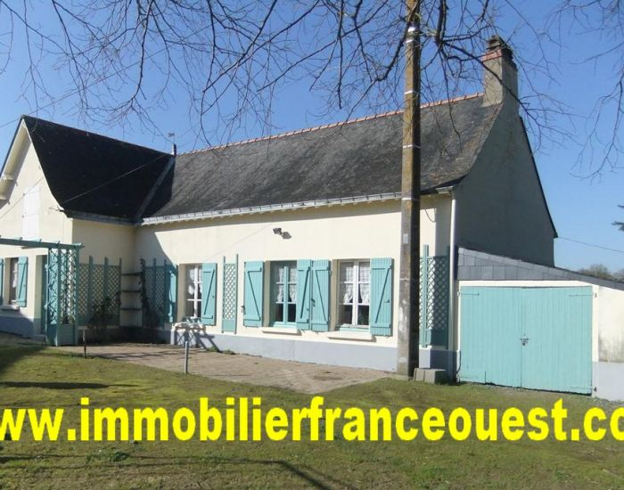 real estate Sarthe (72):Small farmhouse 15 min from Sablé and 10 min from Saint Denis d'Anjou (Historical Village)