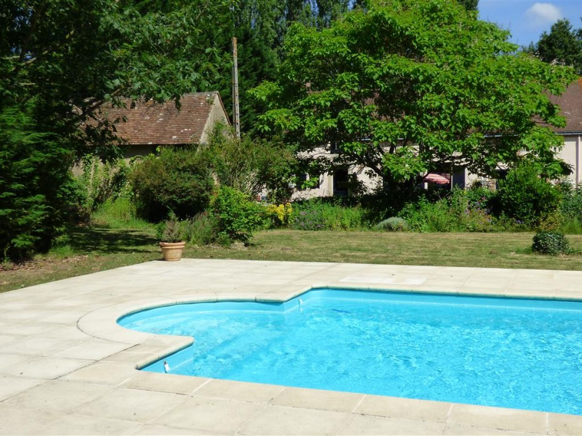 Farmhouse restored charm and character 12 minutes from for Piscine vallet