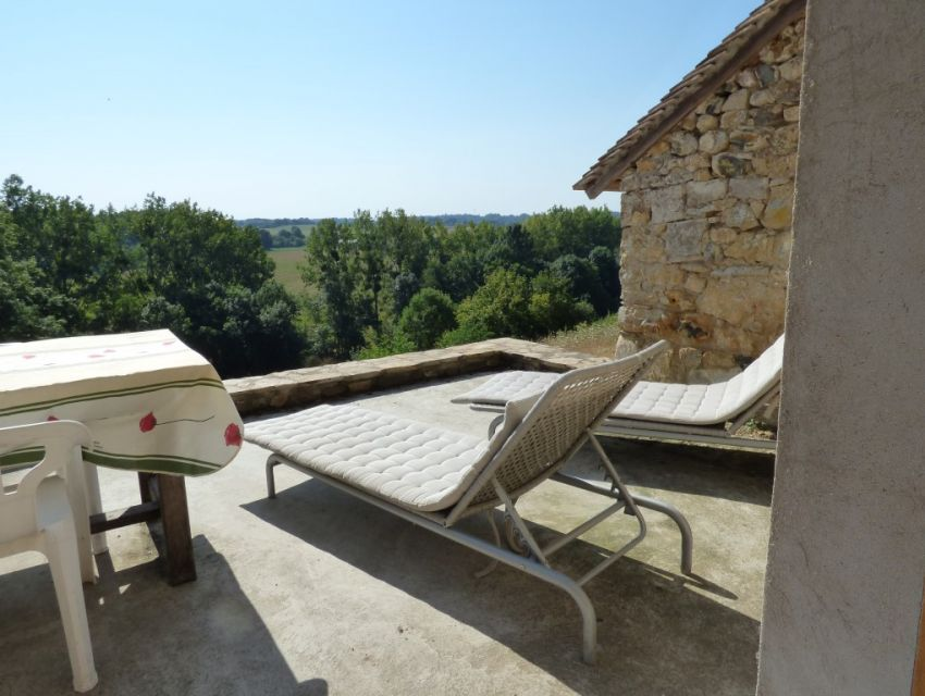 house on the river bank and dominant situation in the Loire Valley